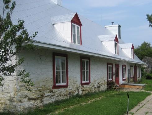 Avant - 14, rue Adrien-Laberge, Ange-Gardien (Québec) - Décapage Patrimoine, pierre des champs